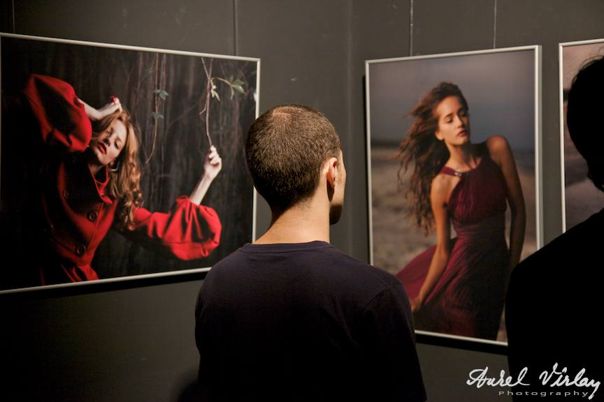 Fotografii de Alex Galmeanu in expozitie din seria Contact Lenses, Artmark