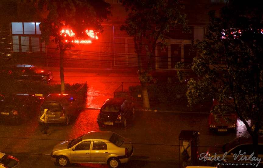 Foto-ploaie-Bucuresti-rosu