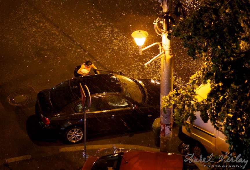 Doamna-masina-ploaia-bucuresti
