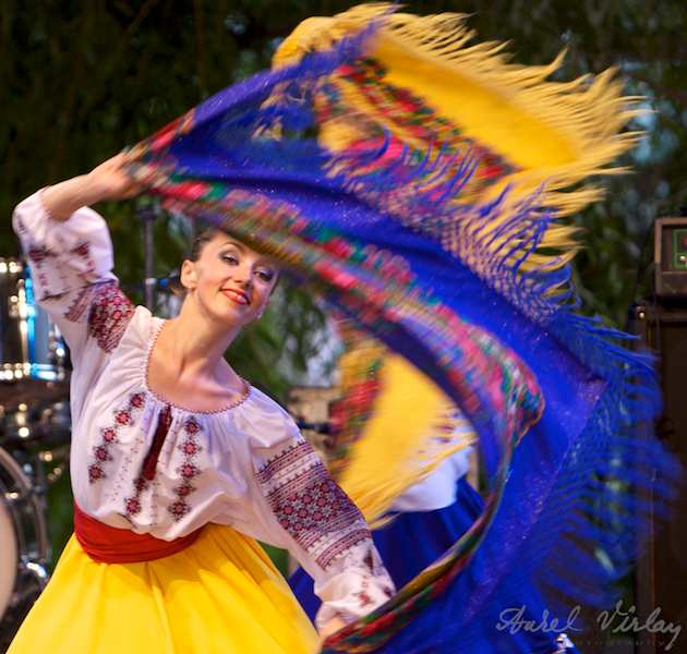 Dansatoarea cu basma albastra