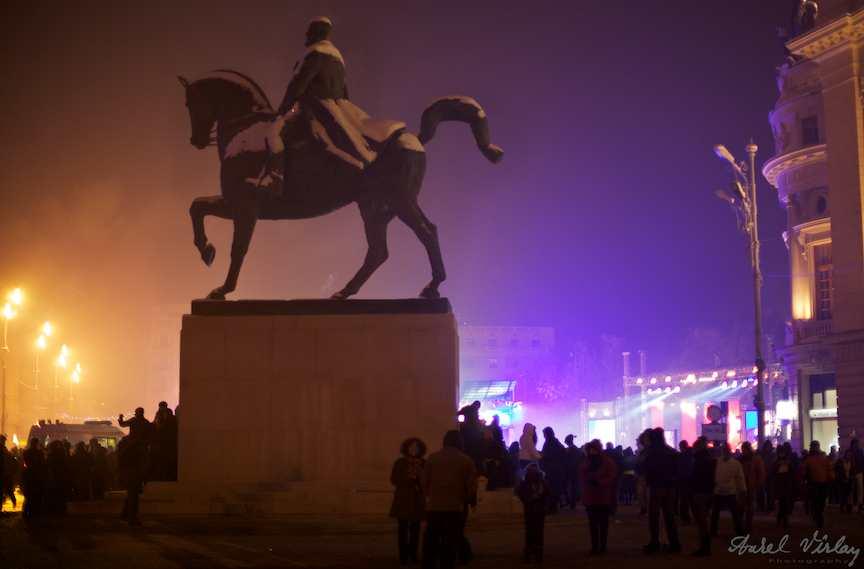Revelion-Bucuresti-statuie-piata-revolutiei