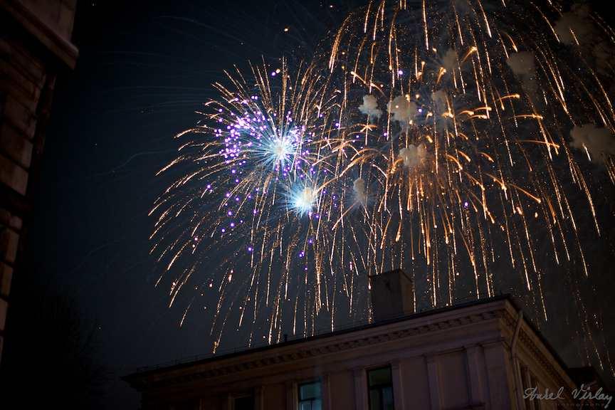 explozii-artificii-Revelion-strada-Bucuresti