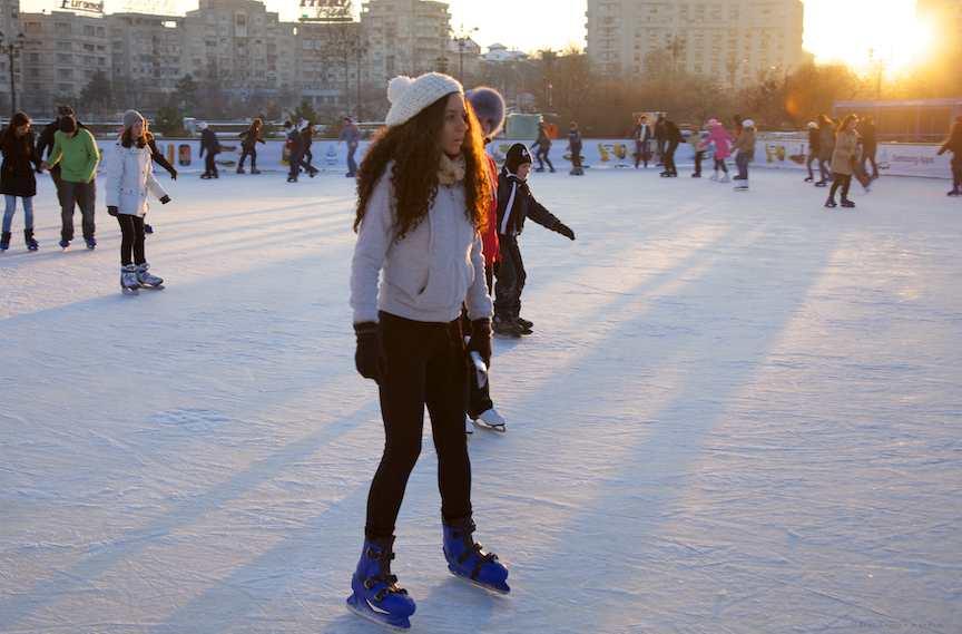apus-soare-patinoar-patinatoare-prim-plan
