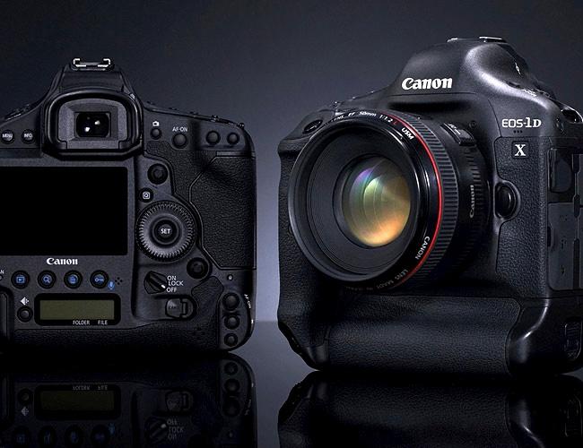 Aparatul foto Canon EOS 1DX - a zecea generatie fotografica digitala.