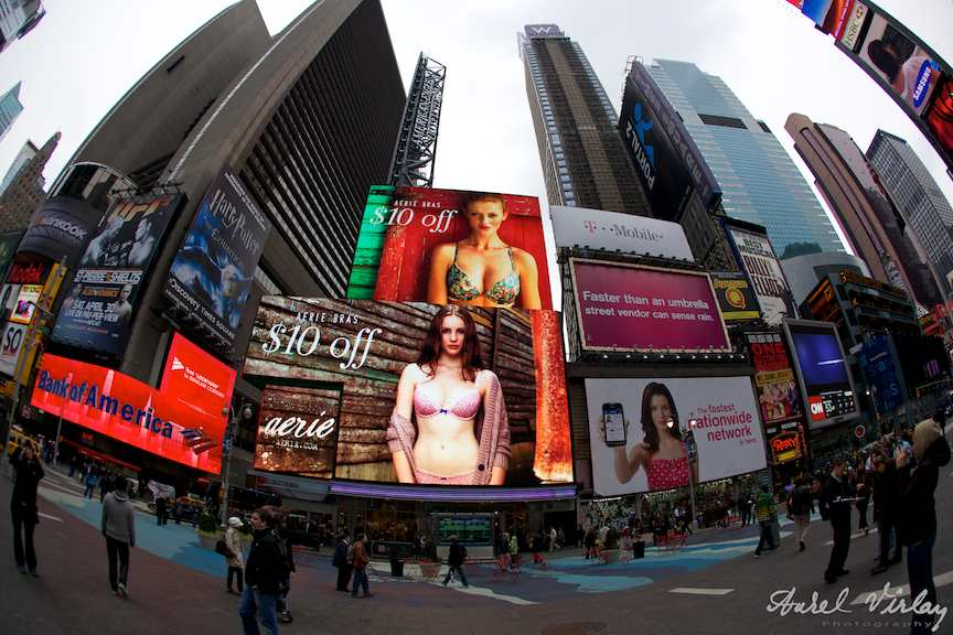 Foto-NewYork-time-square-advertising-cladiri-zgaraie-nori