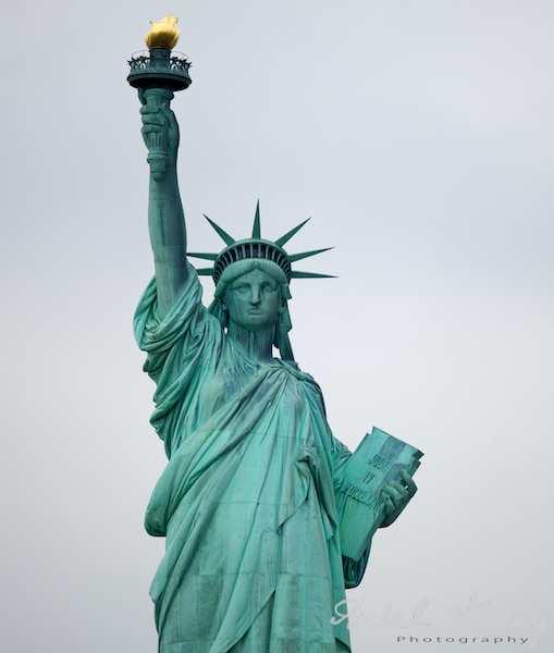 Fotografii-USA-statuia-libertatii-plan-american