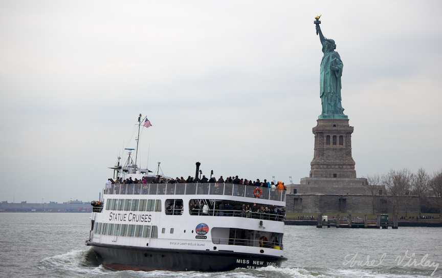 Fotografii-USA-vapor-inclinat-statuia-libertatii