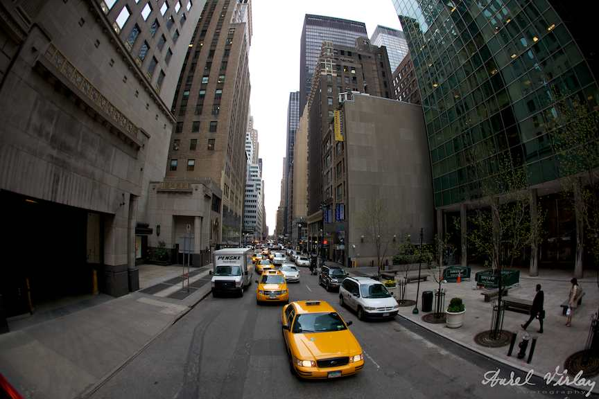 taxiuri-galbene-new-york-america-zgarie-nori
