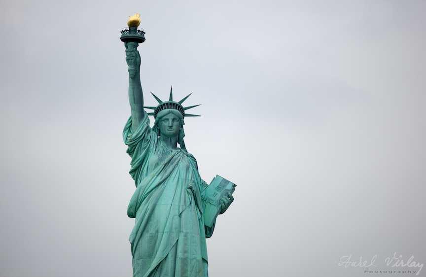 Statuia Libertatii - fotografie plan american cinematografic.