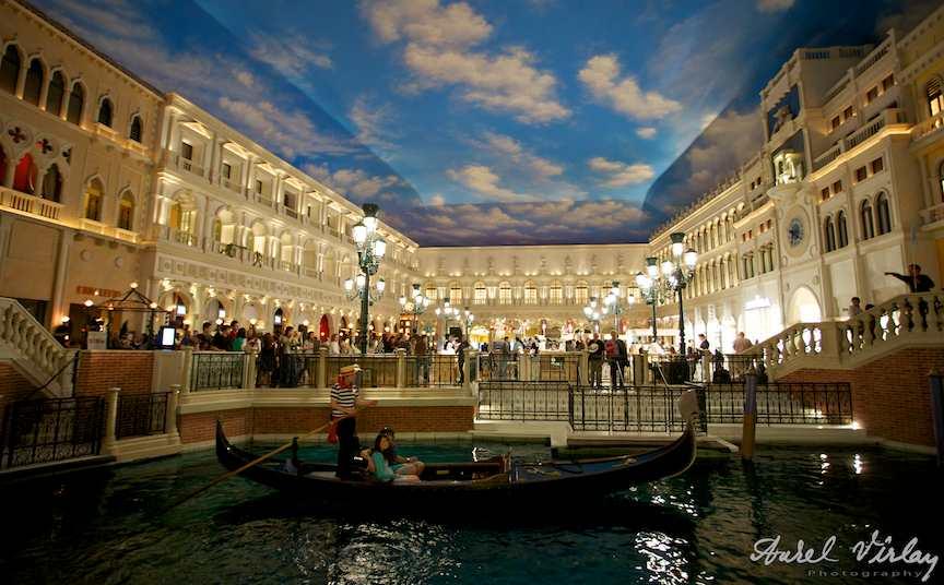 Las Vegas U.S.A. - The Venetian Hotel Casino turisti in Piata italiana.