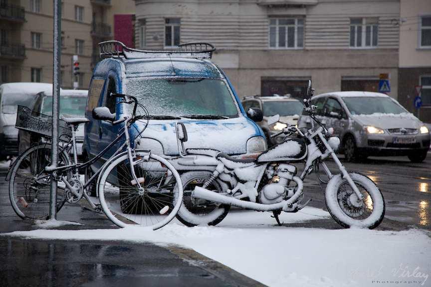 biciclete si motocicleta zapada viena