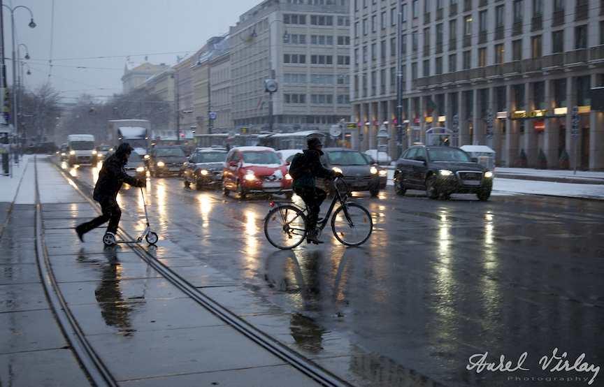 fotografii trotineta bicicleta iarna zapada viena