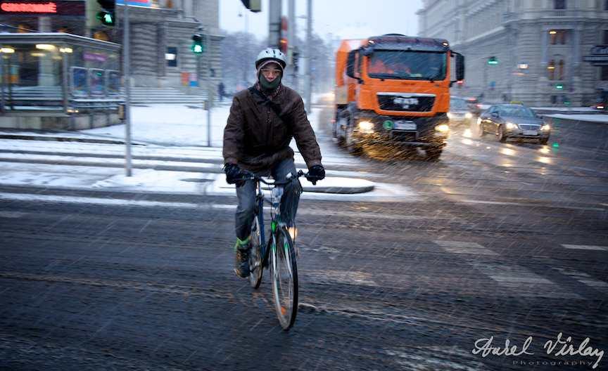 fotoreportaj strada biciclist ninsoare