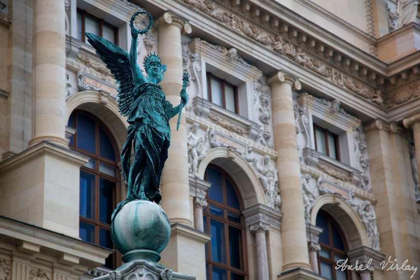 Viena-Austria-iarna-FotoAV-statuie-muzeu-natural-istorie