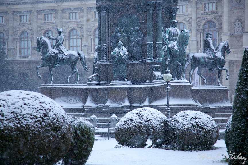 Statui prin ninsoare