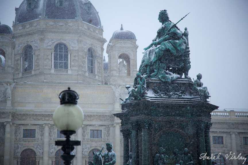Fotografie statuie Maria Tereza iarna Viena
