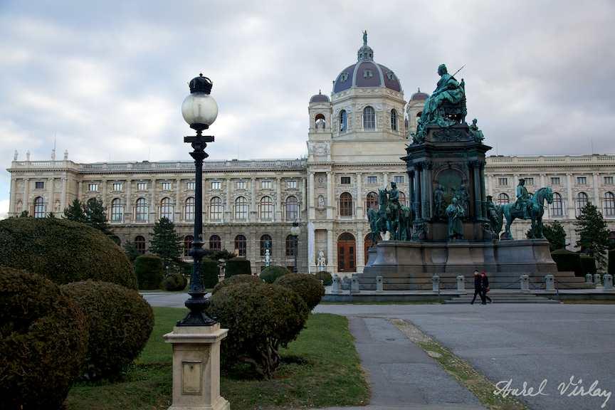 Viena-Austria-iarna-FotoAV-Grup-statuar-Maria-Tereza