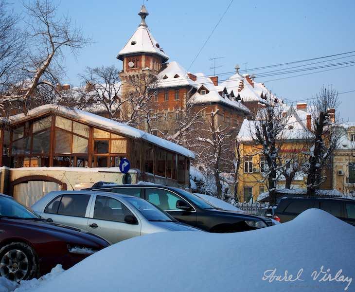 Peisaj de iarna citadin Piata Lahovari.