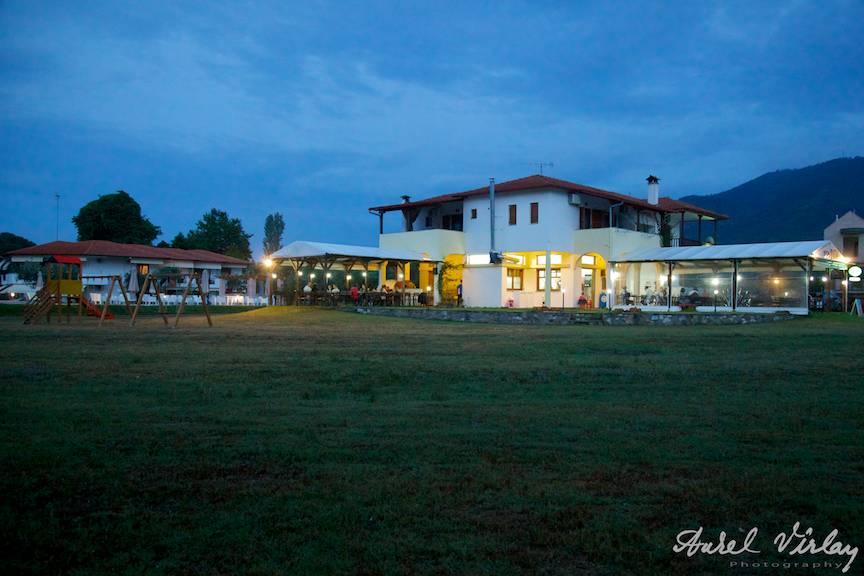 Fotografii-vacanta-Grecia-Halkidiki-Sithonia-Top-Pizza-by-night