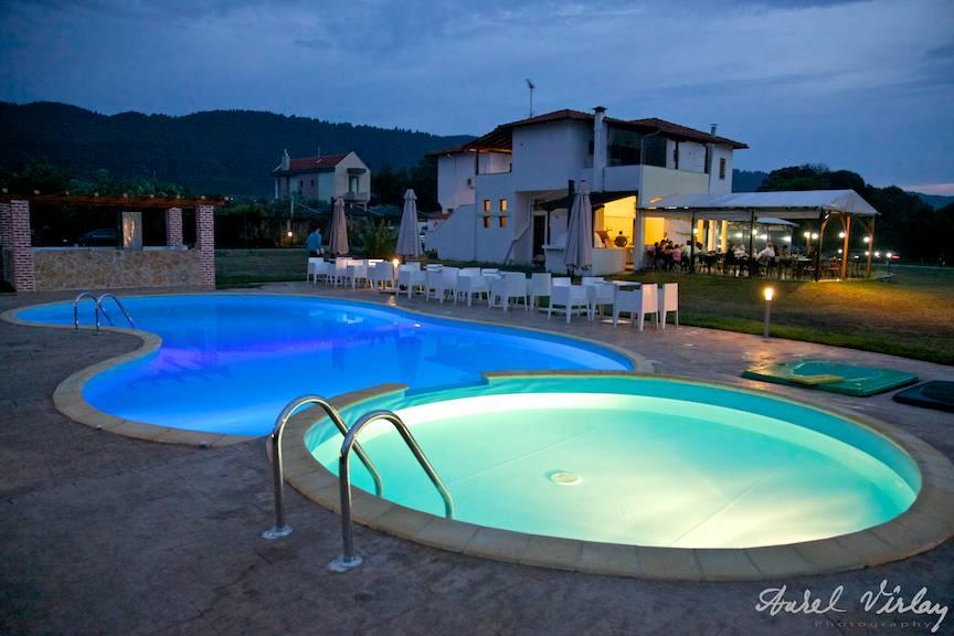 Fotografii-vacanta-piscina-luminata-subacvatic-Top-Studios-Grecia
