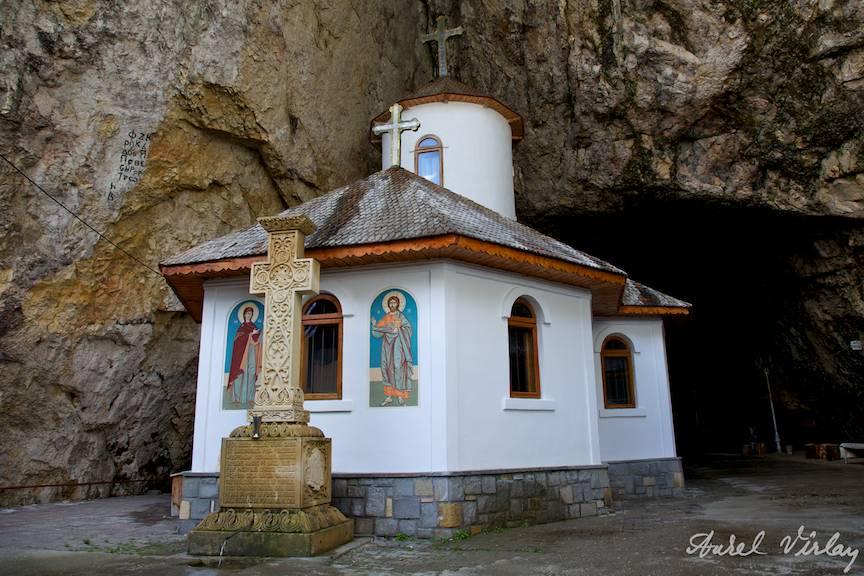 Manastirea Pestera Ialomitei.
