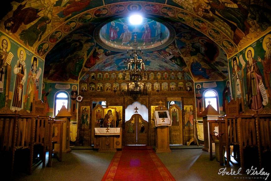 Interiorul Manastirii Pestera Ialomitei.