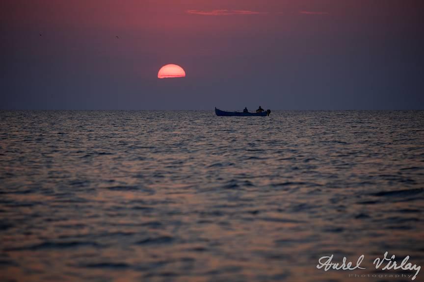 Vama-Veche-freedom-land-PhotoAV-barca-pescari-rasaritul-soarelui