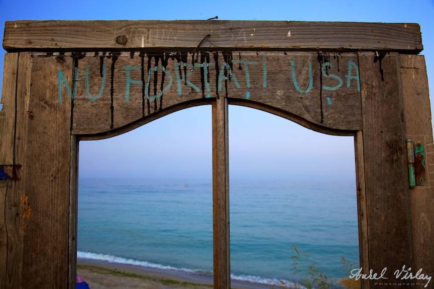 Vama-Veche-freedom-land-PhotoAV-nu-trantiti-usa-fereastra-Marea-Neagra
