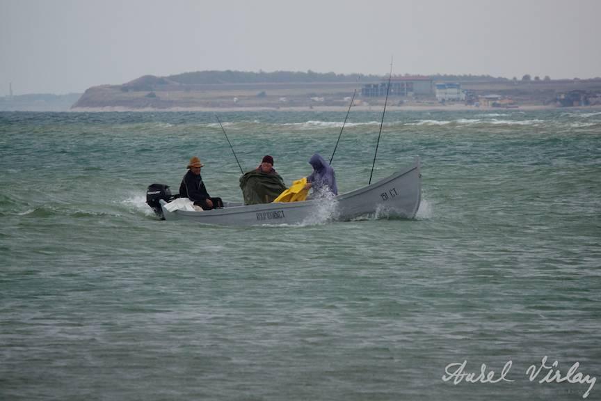 Fotografii-Vama-Veche-barca-percari-largul-Marii-Negre