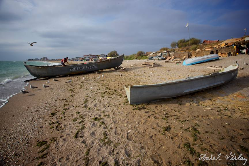 Fotografii-Vama-Veche-plaja-pustie-barci-lotca-pescareasca