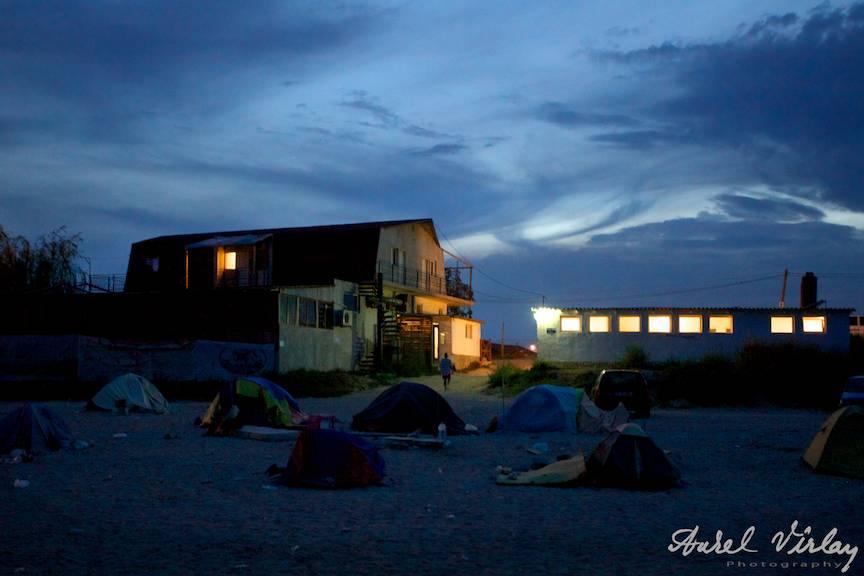Fotografia-nocturna-Vama-Veche-corturi-direct-pe-plaja