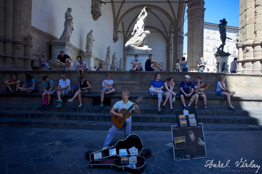 Italy-Firenze-musician-Street-Photojournalism-Aurel-Virlan-Fotojurnalism-strada