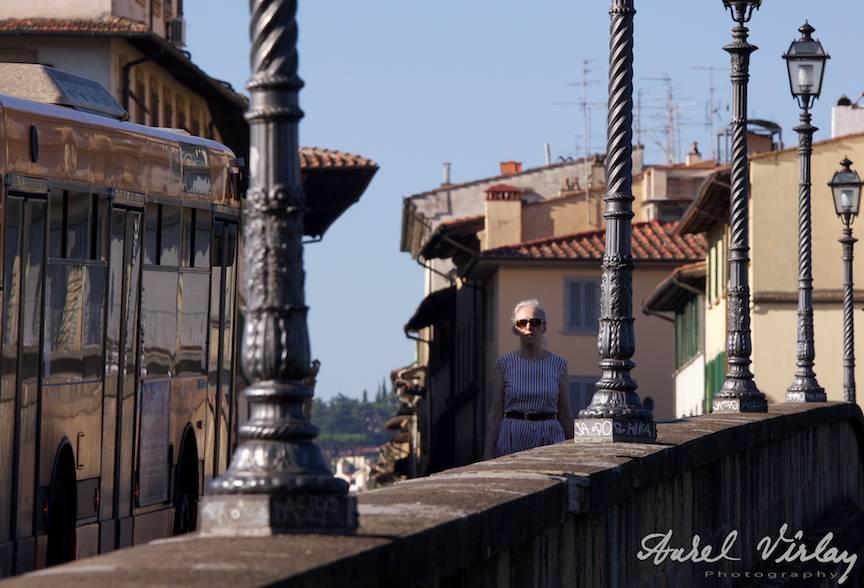 Italy-Firenze-architecture-Street-Photojournalism-woman-bridge
