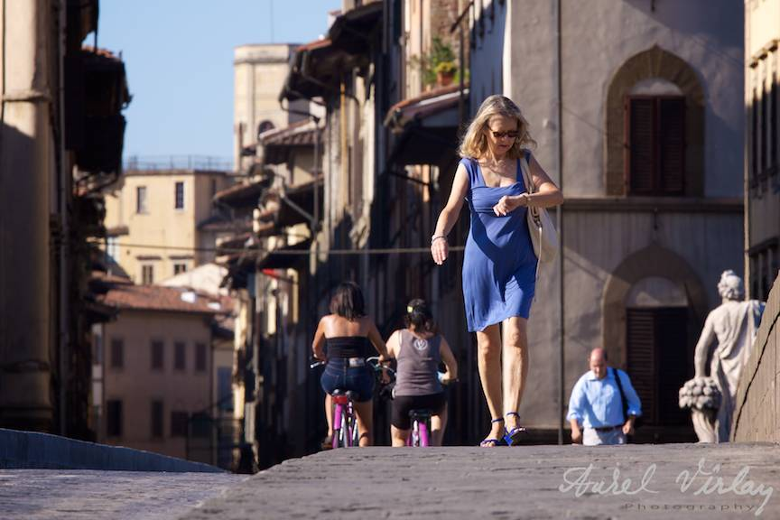 Italy-Firenze-Street-Photojournalism-Aurel-Virlan-blue-dress-woman
