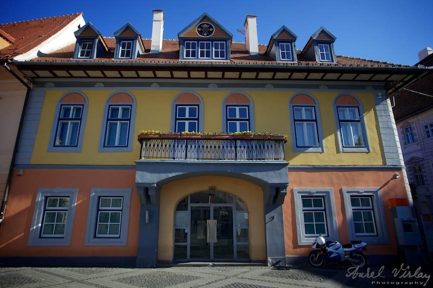 Cladire-veche-renovata-Sibiu-Romania-fotografii-peisaj-citadin-city-photo-landscape-AurelVirlan-4