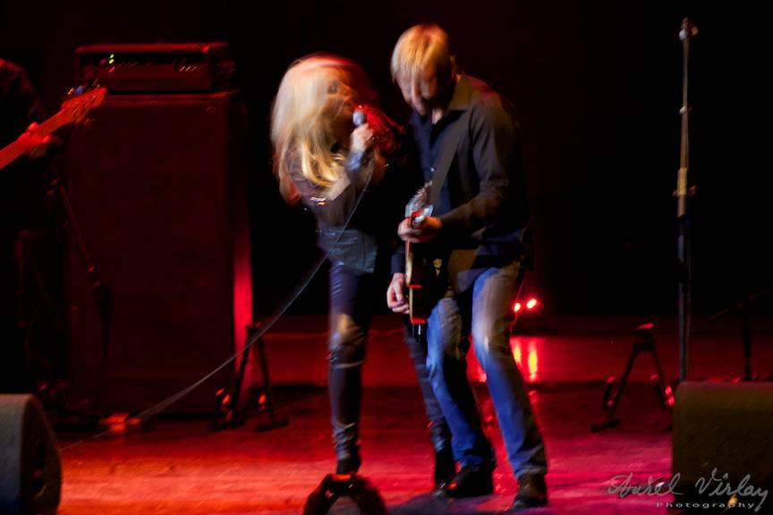 Bonnie-Tyler-live-concert-duet-chitarist-Photographer-AurelVirlan
