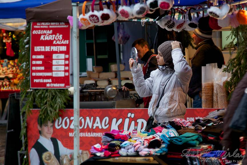 Bucharest Christmas Market tanara-proband-caciula-oglinda