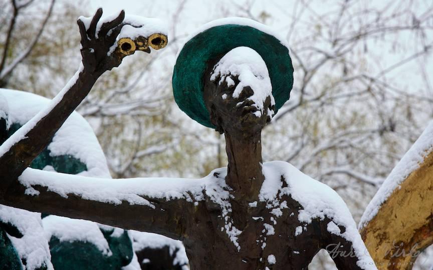 Iarna-Bucuresti-FotoAurelVirlan-binoclu doamnei statuie