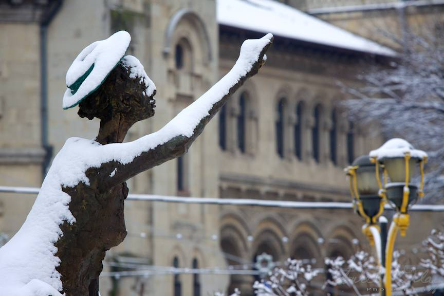 Iarna Bucuresti zapada statuie