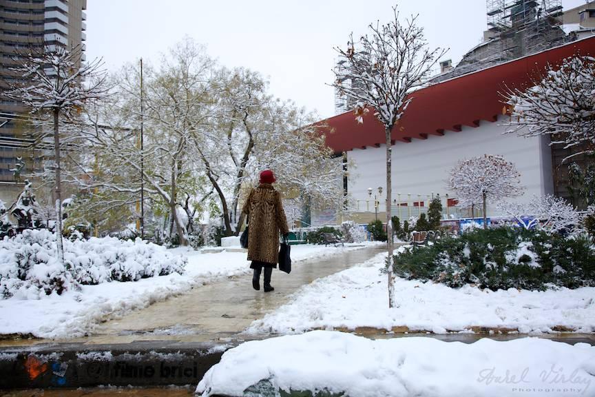 Fotografie de iarna in Piata Universitatii.