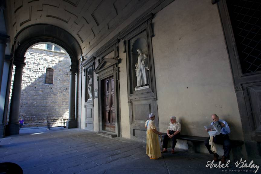 Fotoreportaj cu tiganca romanca cersind in Florenta Italia.