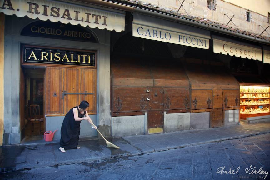 Fotojurnalism de strada pe Ponto Vechio Florence.