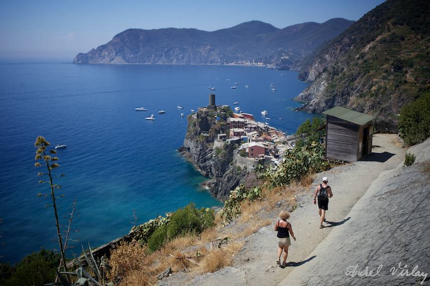 -Italy-Cinque-Terre-Photographs-AurelVirlan turisti poteca