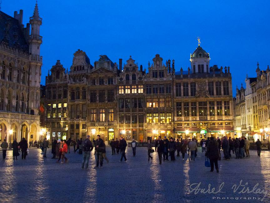 03-Grand-Place-Bruxelles-by-night-Foto-AurelVirlan