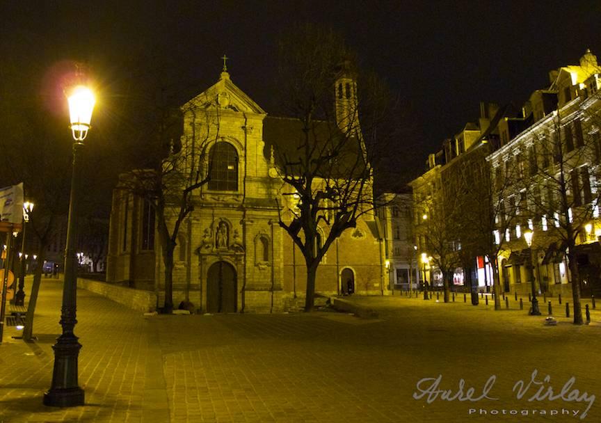 Bruxelles-Fotografie-felinar-biserica-noaptea-AurelVirlan