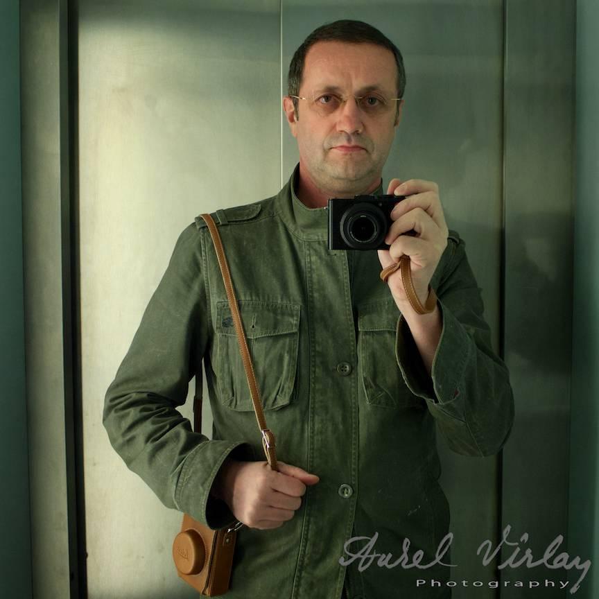 Fotografie autoportret in format tip 6x6 pentru un look  retro.