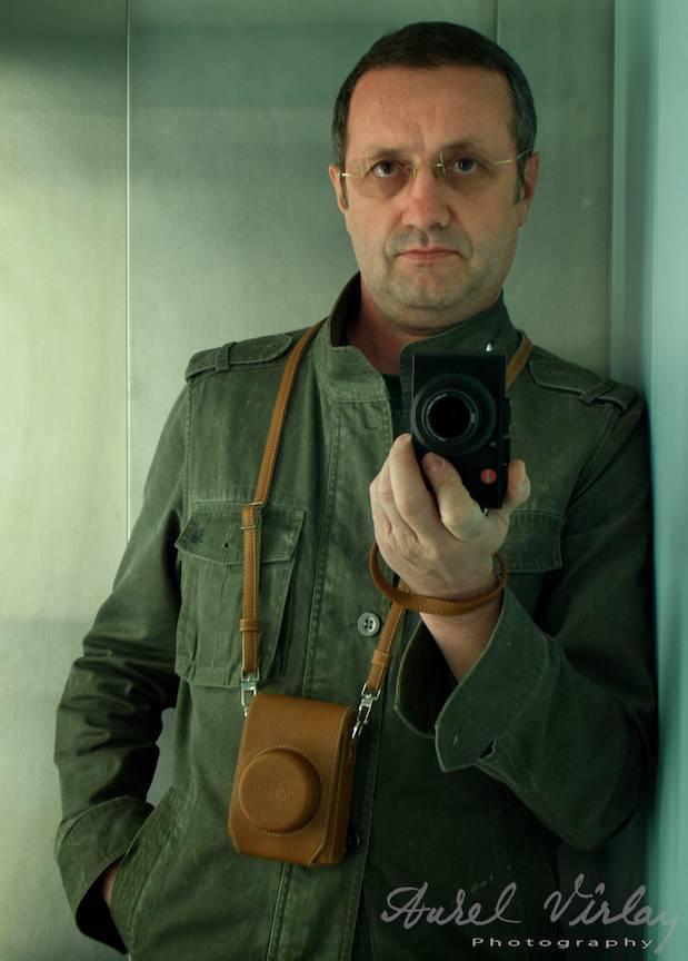 In fotografie se poate vedea tocul de piele pentru Leica D-Lux 6.