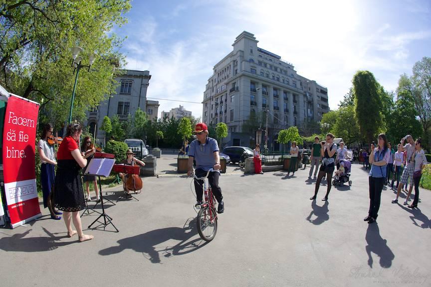 Plimbari cu bicicleta prin concert cvartet coarde - Fotografia in countre-jour