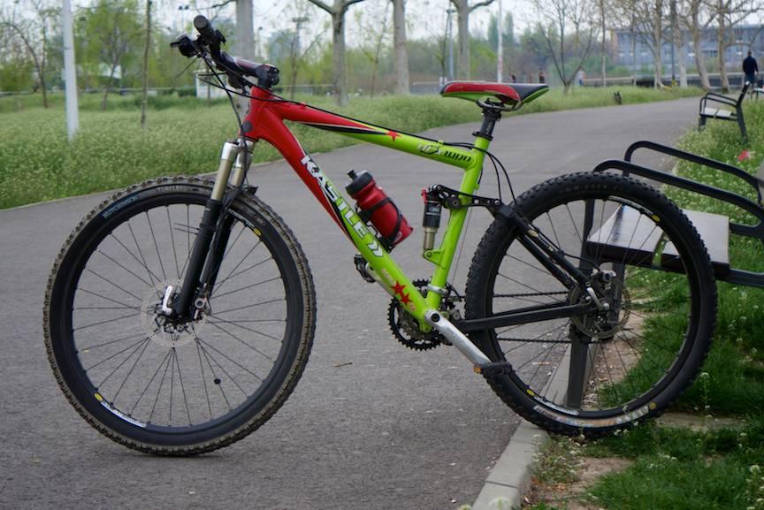 Vand-Bicicleta-MTB-Kastle-Hex-1000-pret-1200e-FotoAV-1a