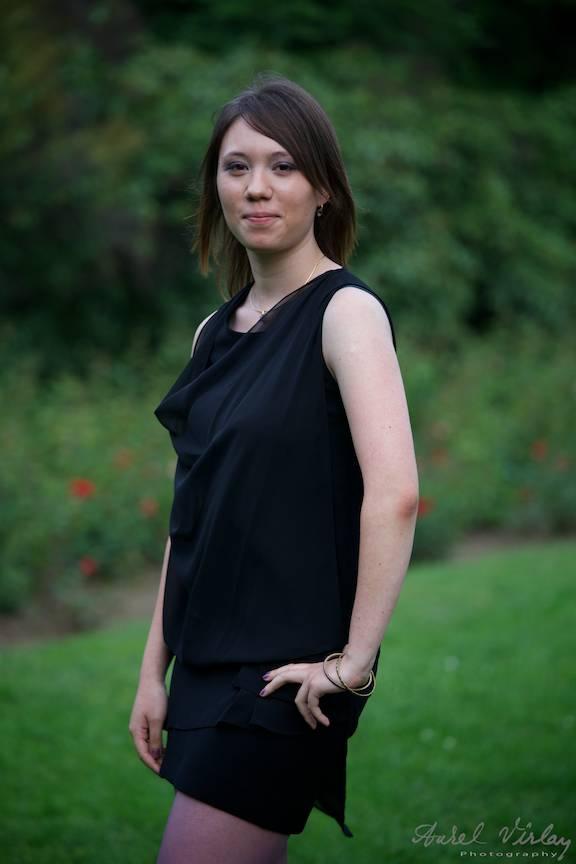 Sedinta foto portrete 12U2 Cosbuc. rochie neagra.